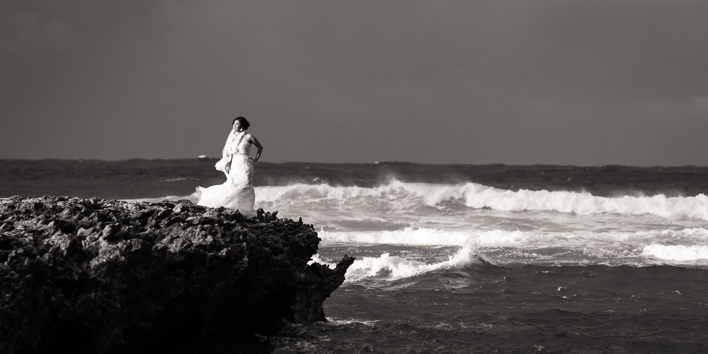 hawaii bride waves